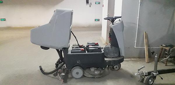 Поломоечная машина для паркинга